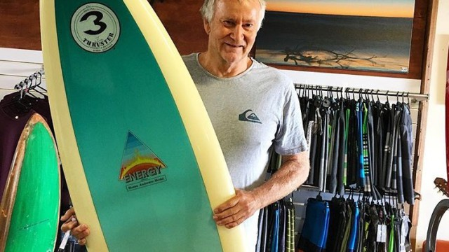 Simon Anderson With An Original 1980′s Energy Thruster at Akwa Surfshop