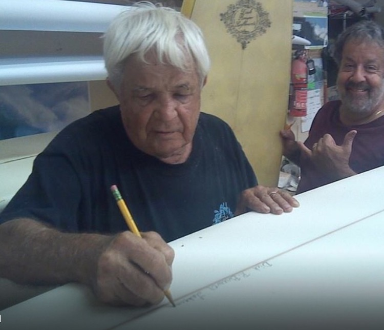 Brewer signing a relic being restored by Horacio